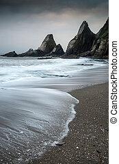 landskap, marinmålning, av, ojämn, och, ojämn, rockar, på,...
