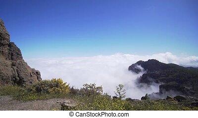 lapse., piek, wolken, mooi, berg landschap, bedekt, tijd, boven, vallei, wolken