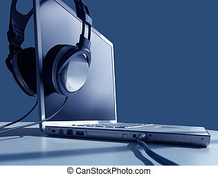 laptop , ακούω