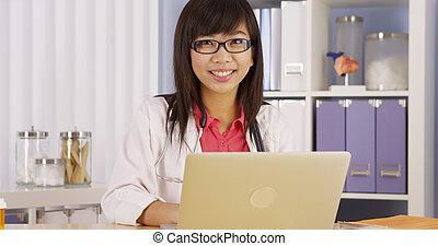 laptop , ασιάτης , εργαζόμενος , γιατρός