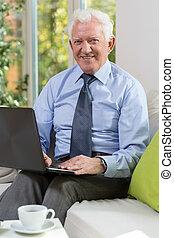 laptop , γέροντας