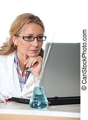 laptop computer, apotheker, werkende
