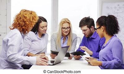 laptop, computer,  PC, squadra, tavola, sorridente