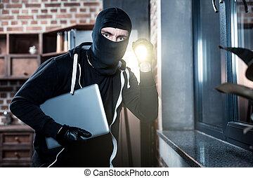 laptop, criminal, mascarado, roubando