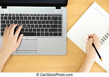 laptop, czysty, notatnik, pisanie, siła robocza, używając, ekran, kobiety