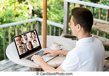 laptop, detenere, video, uomo, chiamata, colleghi