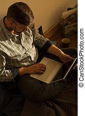 laptop, dolgozó, ember