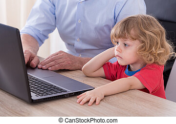 laptop, dolgozó, nagyapa