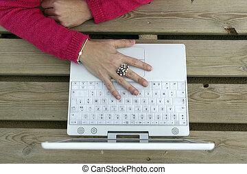 laptop, donna, mano