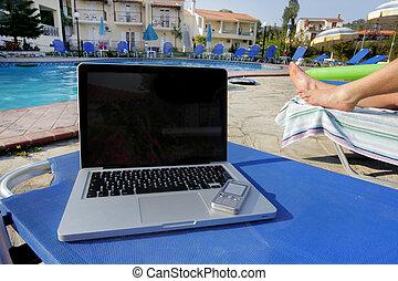 laptop, e, um, mobil, telefone, ao lado, um, piscina