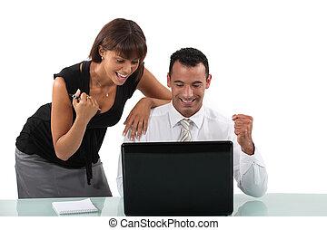 laptop, excitado, negócio, duo