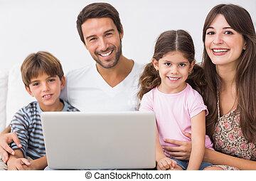 laptop, famiglia, felice