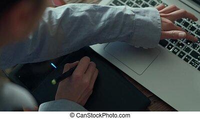 laptop., fonctionnement, womans, travailleur indépendant,...