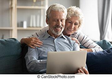 laptop, godere, virtuale, intrattenimento, coppia, usando, anziano
