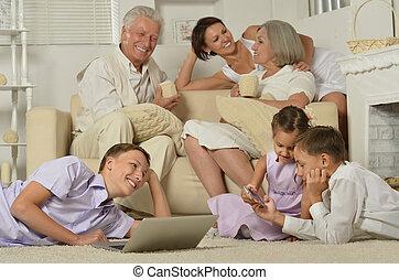 laptop, gyerekek, család, boldog