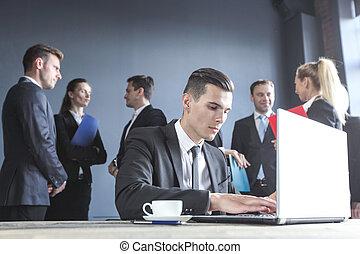 laptop, handlowy, pracujący, człowiek