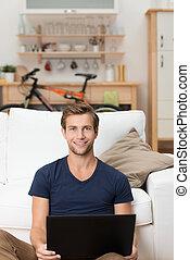 laptop, homem, jovem, trabalhando, bonito