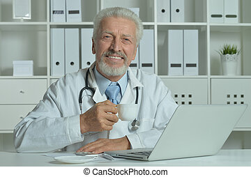 laptop, idoso, doutor