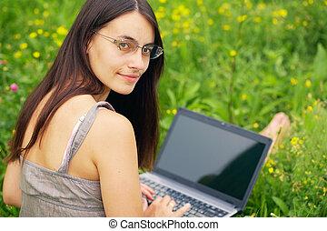 laptop, jego, młoda kobieta