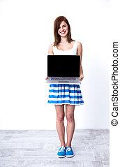 laptop, kobieta, ekran, młody, czysty, pokaz, szczęśliwy