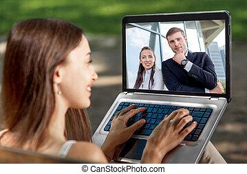 laptop, kobieta, park, młody