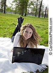 laptop, kobieta, park