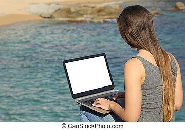 laptop, kobieta, pokaz, czysty, używając, plaża, ekran
