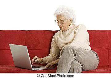 laptop, kobieta, starszy, leżanka