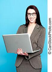 laptop, kobieta, zbiorowy, młody, pracujący