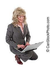 laptop, kvinna, arbete, affär, knäande