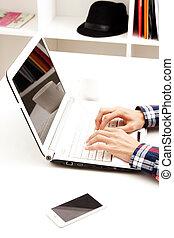 laptop, mani, dattilografia