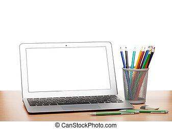 laptop, mit, leerer schirm, und, bunte, bleistifte