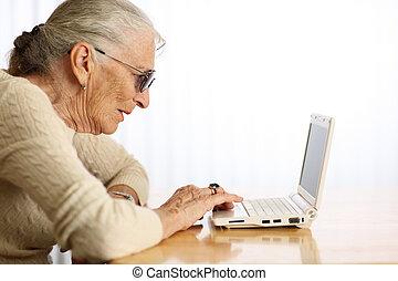 laptop, mulher, computador, Idoso, digitando