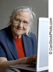 laptop, mulher, Idoso, digitando