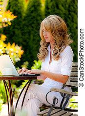 laptop, mulher, jardim
