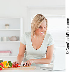 laptop, nära, sett upp, ung kvinna, recept