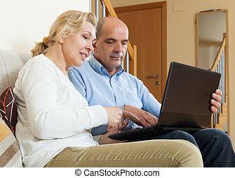 laptop, párosít, mosolygós, érett