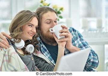 laptop, par feliz, jovem
