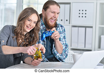 laptop, par, jovem