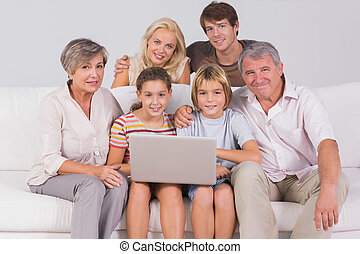laptop, retrato, olhar, câmera, família