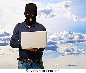 laptop, samczyk młody, dzierżawa, złodziej