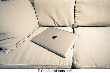 laptop, sofá