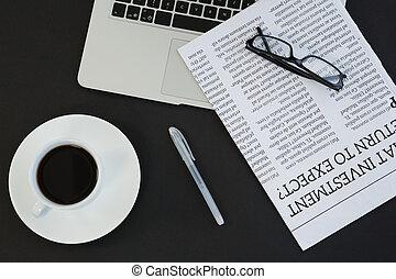 "laptop, sort, background"", spectacles, avis, ""cup, pen, kaffe"