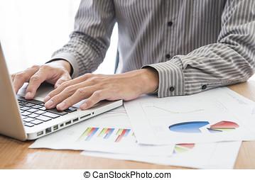 laptop., tabellen, analysieren, geschäftsmann, buchhaltung,...