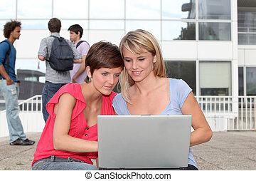laptopdator, högskola campus, student