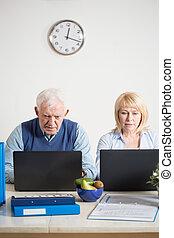 laptops, öregedő, munka emberek