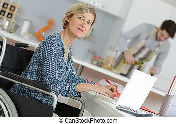 lar, cadeira rodas, mulher