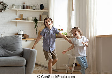 lar, divertimento, overjoyed, correndo, ter, irmãs