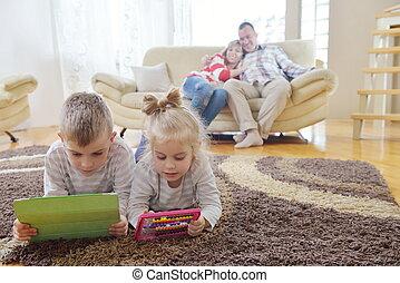 lar, família jovem, feliz