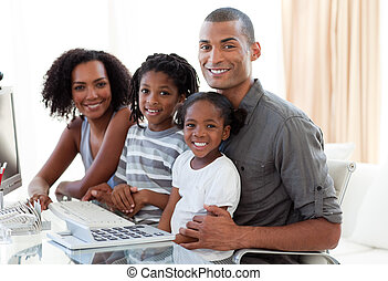 lar, feliz, trabalhando, afro-american, família, computador